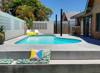 How Does the Lodge from Queensland Remodel the Backyard Swimming Pool?-modern pool tile, mosaic tiles, swimming pool mosaic
